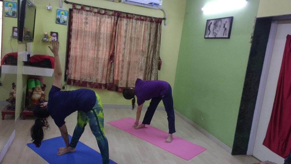 yoga-thighs-waist-knees